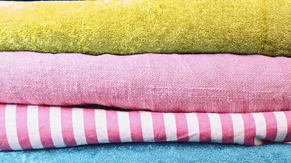 ピクニックの必需品のタオル
